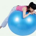 ۱۵ تمرین ورزشی به کمک توپ تناسب اندام,ورزش خانگی برای تناسب اندام, طریقه ورزش با توپ, ورزش شکم با توپ
