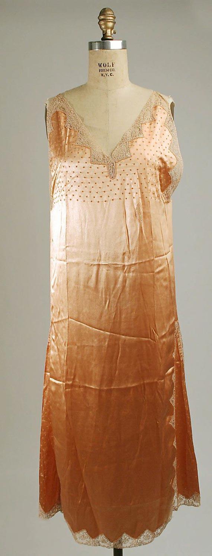 مدل لباس خواب بلند ساتن,لباس خواب بلند ساتن,لباس خواب ساتن بلند