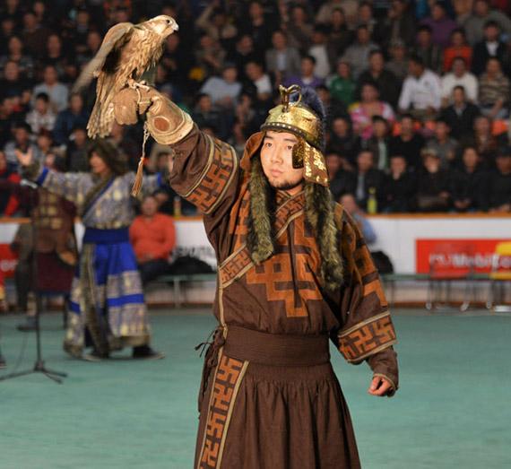 Mongol-and-falcon-bird