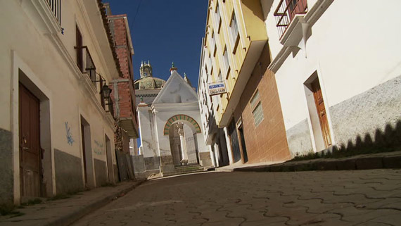 Smiling-old-man-and-steep-alleys