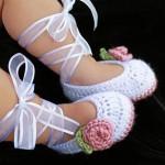 قلاب بافی کفش کودک,عکس کفش بافتنی بچه,عکس کفش بافتنی دخترانه,مدل بافتنی کفش نوزادی,انواع کفش بافتنی نوزادی