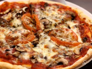 آموزش پخت پیتزا گوشت و قارچ,آموزش پخت پیتزا قارچ و گوشت,دستور پخت پیتزا قارچ و گوشت