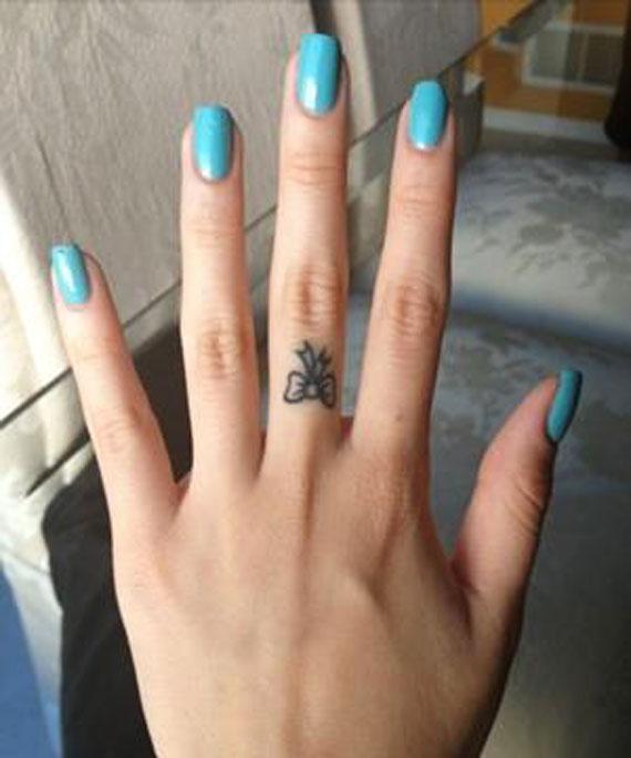 مدل تاتو روی انگشت دست,تاتو روی انگشت دست, تاتو روی انگشت, طرح تاتو روی انگشت, عکس تاتو روی انگشت, مدل تاتو روی انگشت