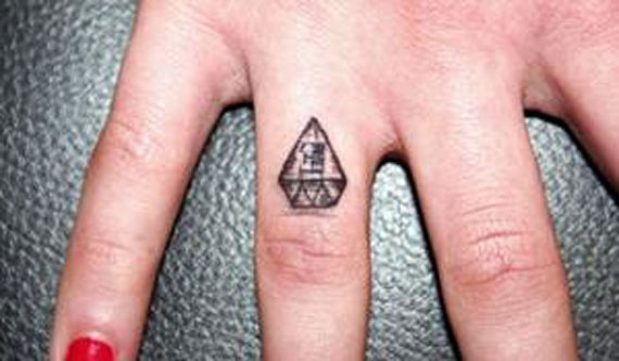 Finger-tatoo-(18)