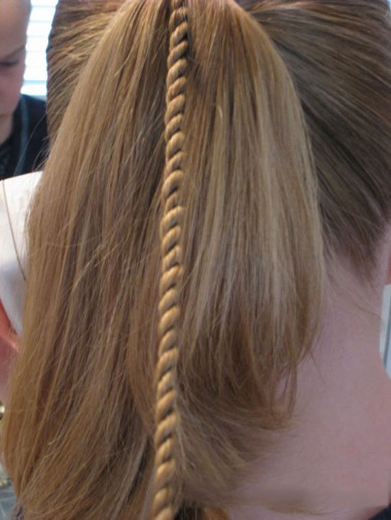 Texture-of-hair-with-beads-(1)