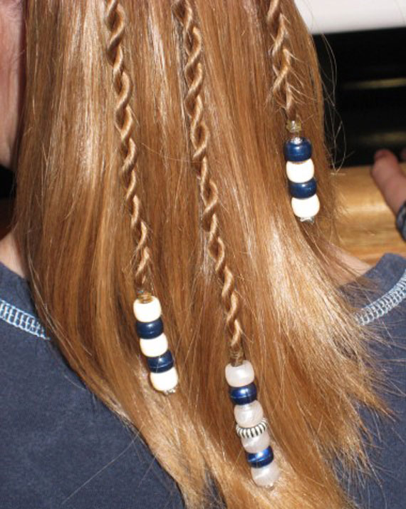 Texture-of-hair-with-beads-(13)