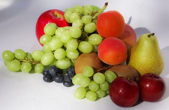 داستان کوتاه آموزنده (میوه برای پیرزن),میوه برای پیرزن, کدام مستحق تریم,پیرزن مستحق,داستان شب چله,کیسه های میوه